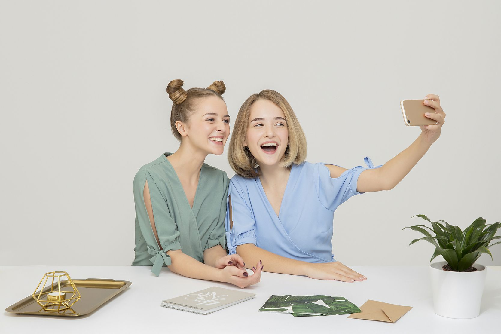 Friends Only: a special collection of Friendship Day images: Taking a selfie with the bestfriend